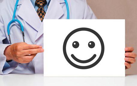95 Prozent der Patienten im Orthopädievertrag empfehlen ihren Rheumatologen weiter